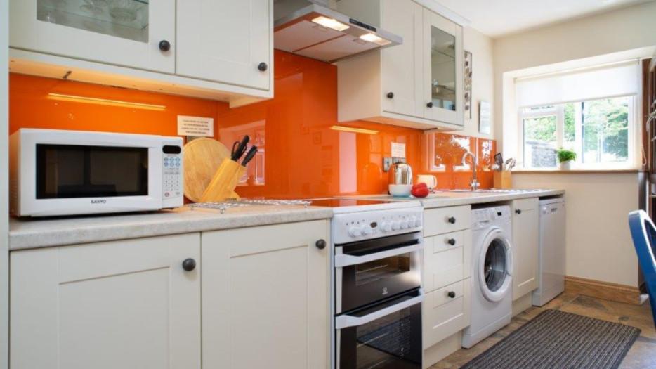 Cych-cottage-kitchen