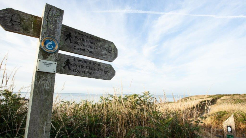 Sign-post-on-the-Coastal-Path