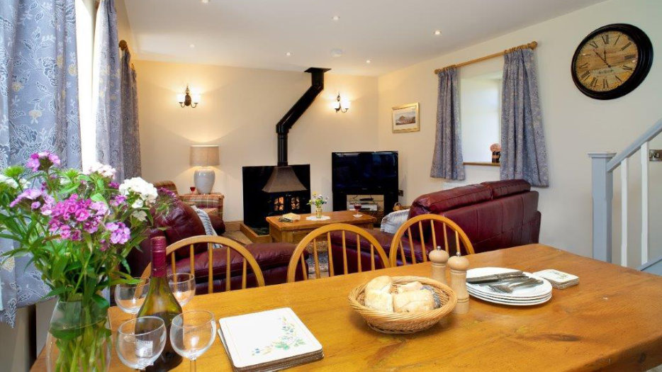 TOWY-COTTAGE-DINNING