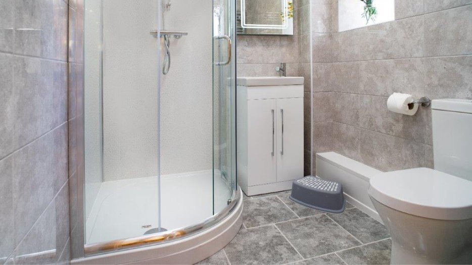TOWY-COTTAGE-SHOWER-ROOM