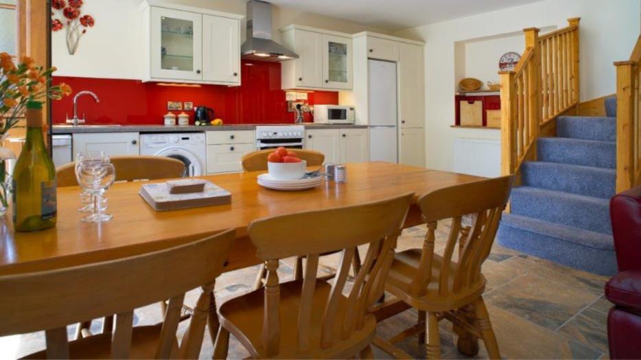 Teifi-cottage-kitchen-diner