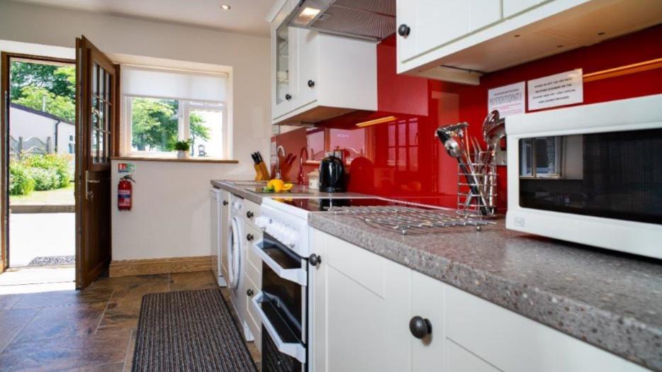 Teifi-cottage-kitchen